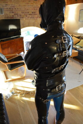 bgslave rear view of SJ and rubber suit